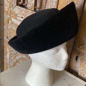 JAN LESLIE VINTAGE CUSTOM DESIGN VELVET HAT